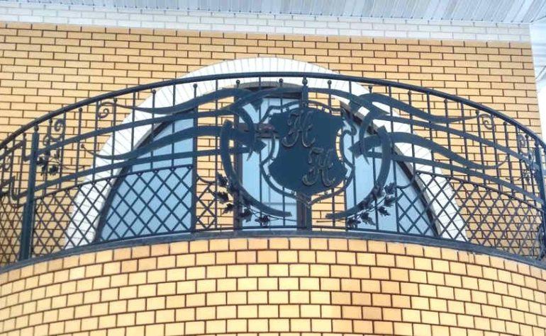 Балконы крылечки и ограждения